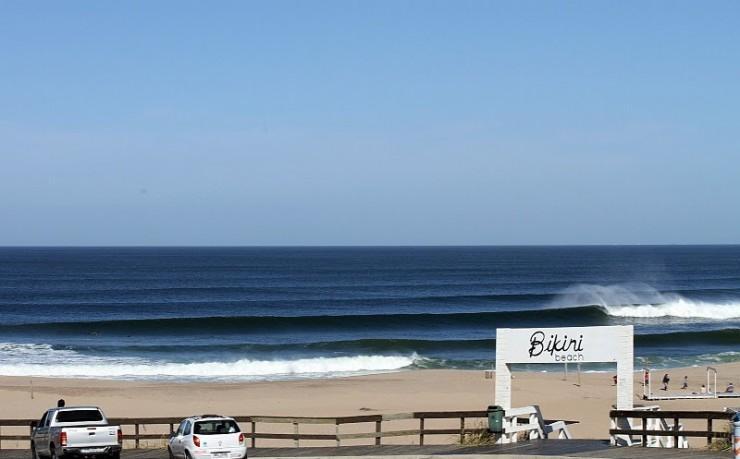 foto-surf-bikini-beach-01-e1325204000110